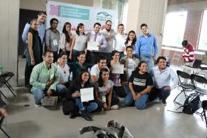 Jóvenes participantes en las ponencias del encuentro.