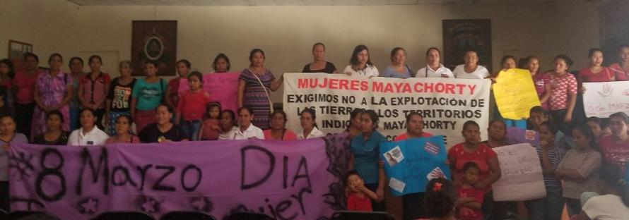 Marcha indígena de mujeres Mayas toma el control del ayuntamiento(1)
